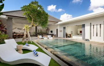 Villa-Kyah-Garden-sunloungers,-pool-and-villa