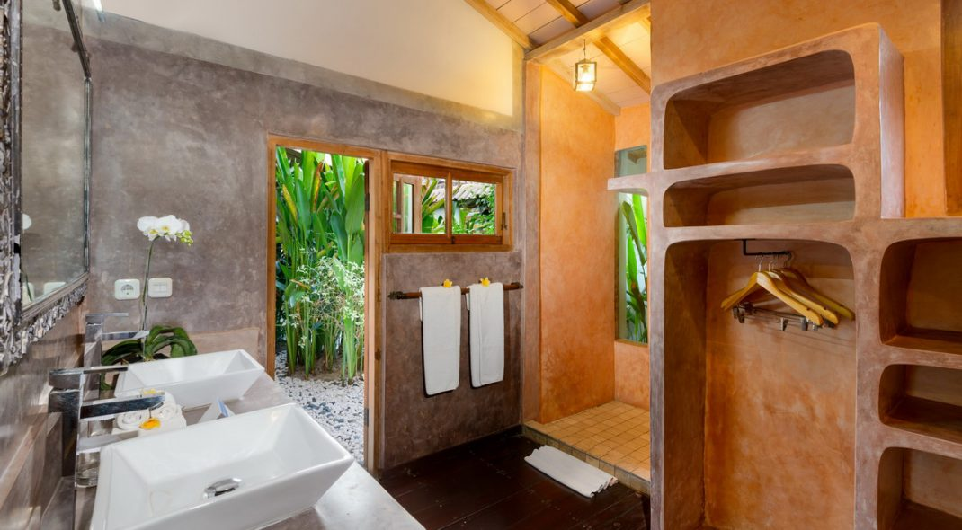 Villa Amsa, Seminyak - Bathroom one'