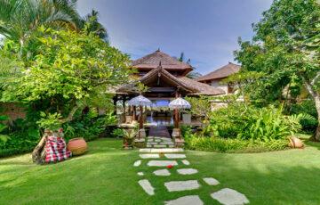 Villa Sungai Tinggi - Entrance