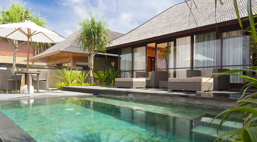 Bali Sanur - Villa Bayu Gita Beachfront - Master suite one plunge pool