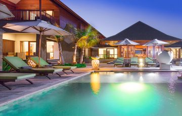 villa-bayu-gita-beachfront-poolside-at-night