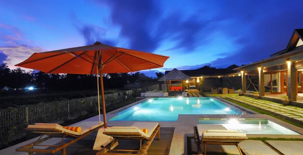 Villa Griya Aditi - Bali Villas Ubud pool evening