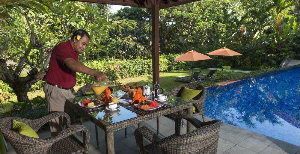 Villa Shinta Dewi poolside dining - Bali Villas Ubud