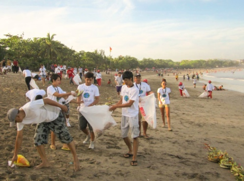 Bali beach clean up
