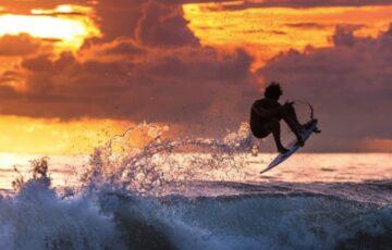 surfing in bali - canggu bali villas