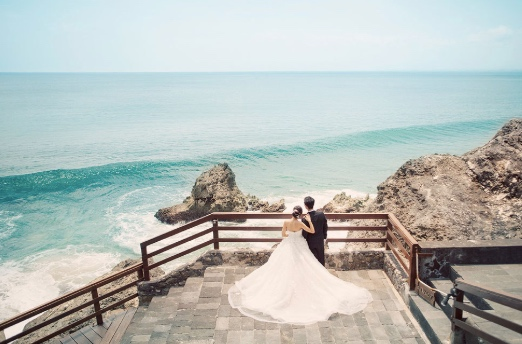 clifftop weddings in Bali
