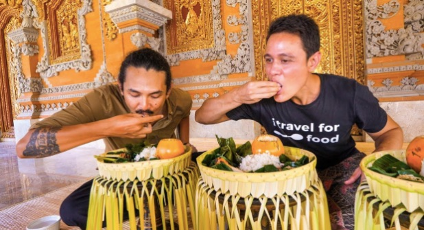 how balinese eat their food