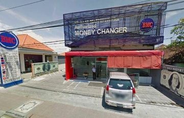 changing money in Canggu