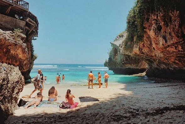 cool things to do in uluwatu - suluban beach