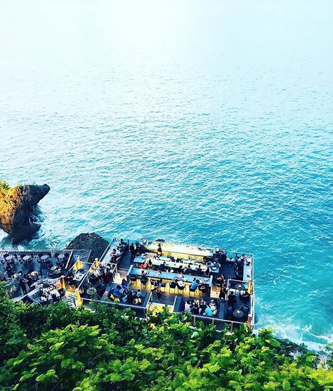 things to do on the bukit bali - rock bar