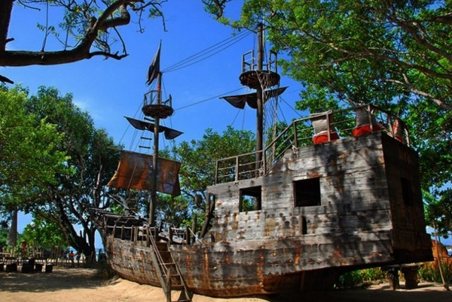 cafes with playgrounds for kids - the pirates bay in nusa dua