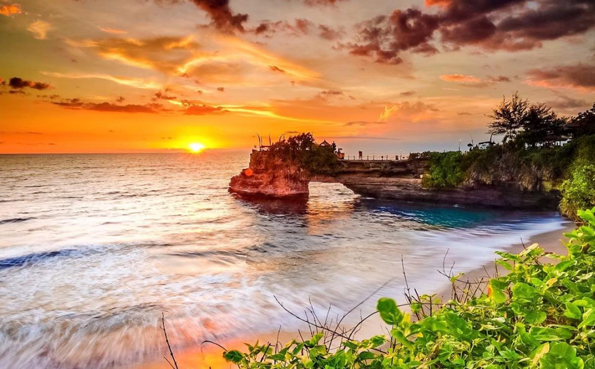 tanah lot temple sunset - seminyak for couples